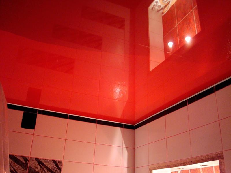 Красные натяжные потолки