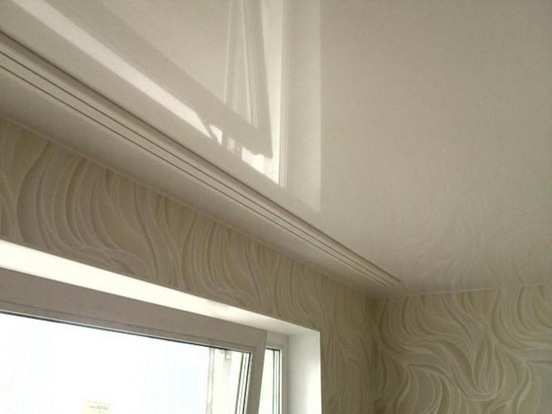 Как сделать монтаж гардин на натяжной потолок?